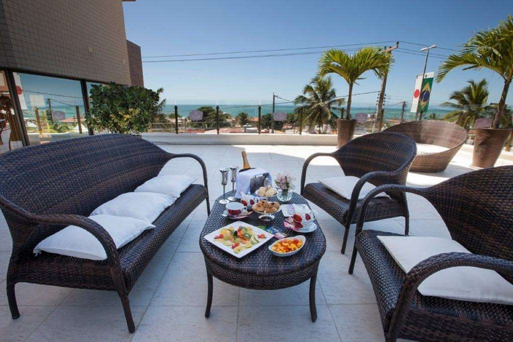 Best Western Premier Majestic Ponta Negra Beach - Relax on our beautiful pool terrace with an ocean view.