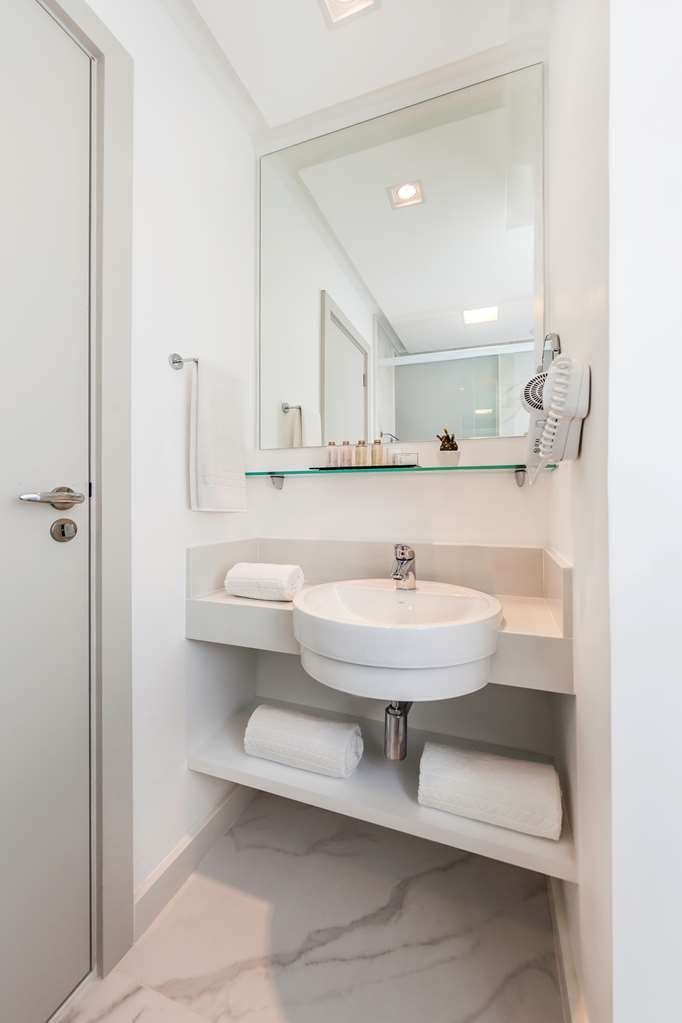 Best Western Plus Copacabana Design Hotel - Guest Bathroom