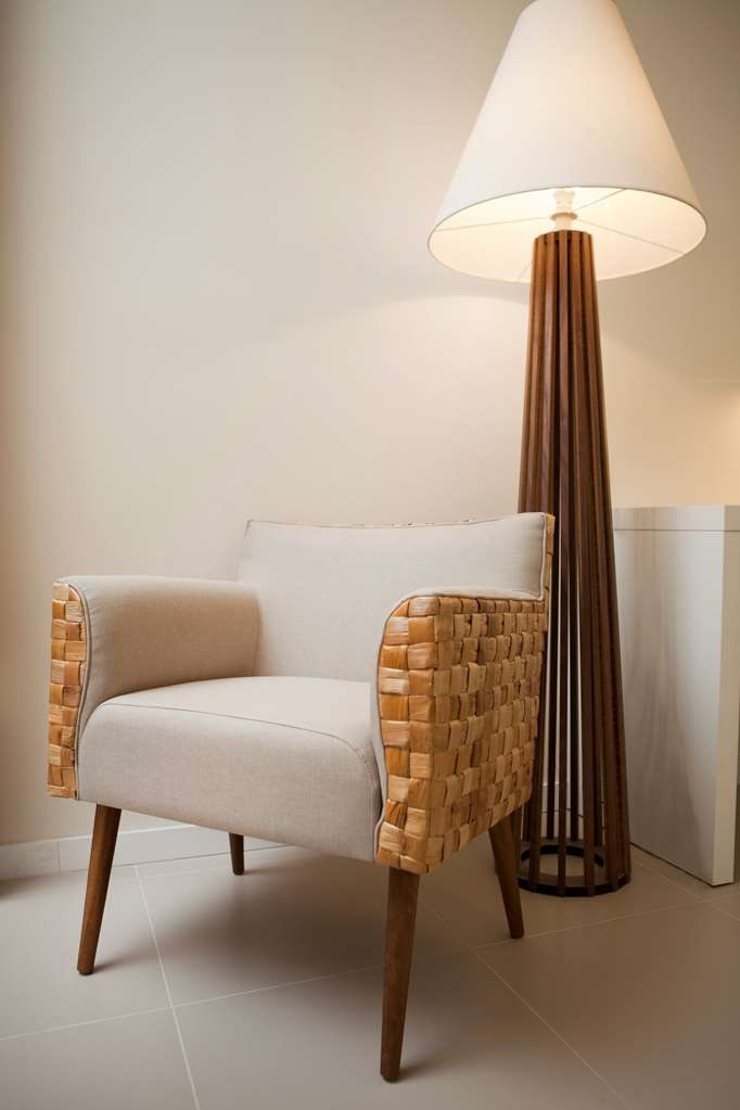 Best Western Plus Icarai Design Hotel - Relax in this armchair made with corkwood.