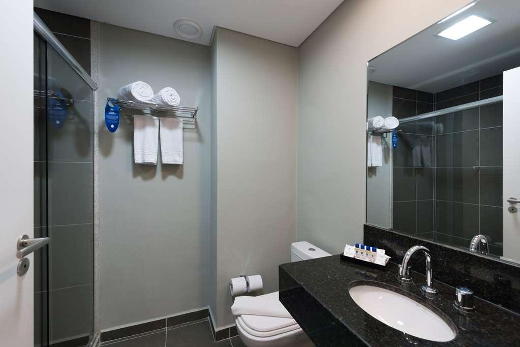 Best Western Multi Suites - Bathroom