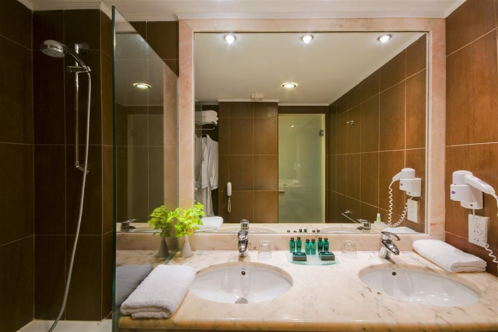 Zante Park Resort & Spa, BW Premier Collection - Guest Bathroom