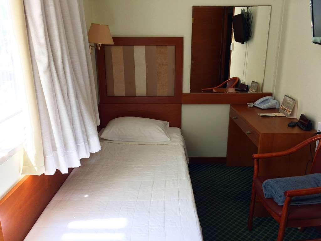 Best Western Plus Hotel Plaza - Economy Guest Room with One Twin size Bed