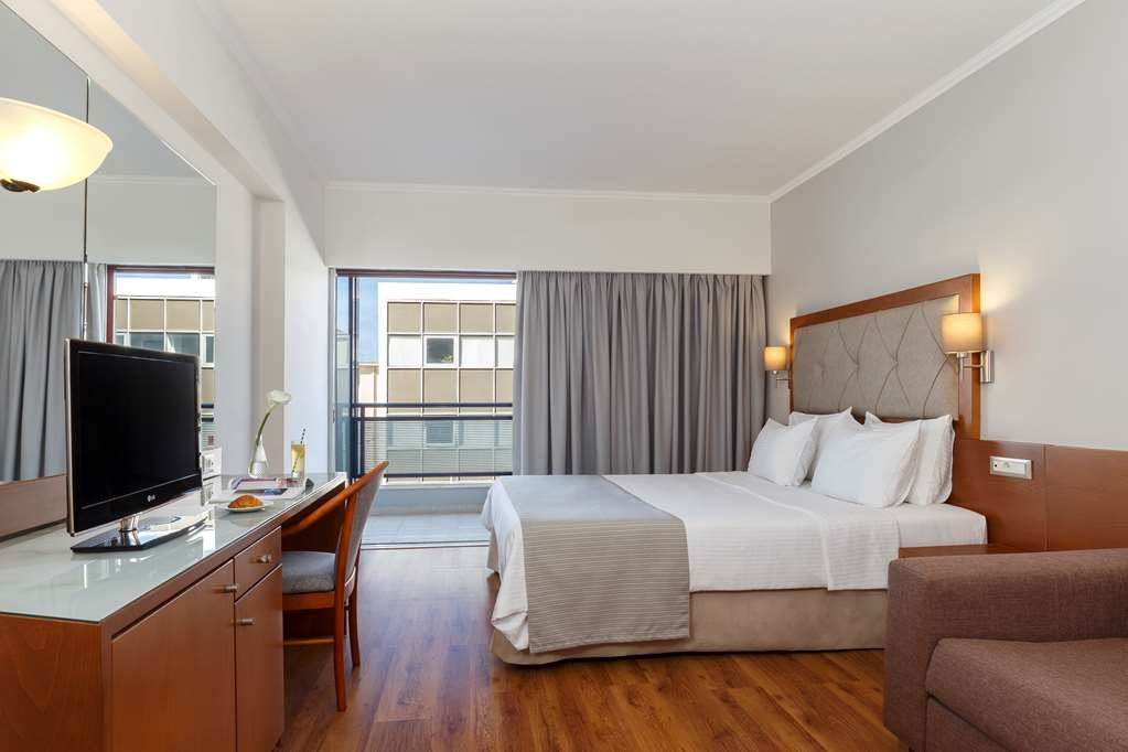 Best Western Plus Hotel Plaza - Guest Room with a City View