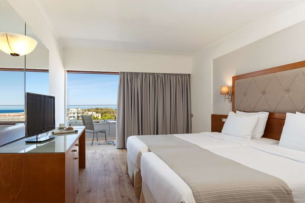 Best Western Plus Hotel Plaza - Guest Room with a Partial Sea View