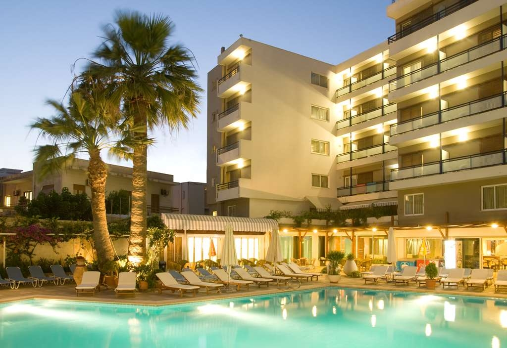 Best Western Plus Hotel Plaza - Outdoor Pool