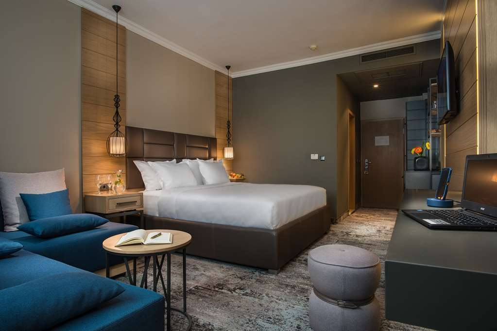 Best Western Plus Expo Hotel - Guest room