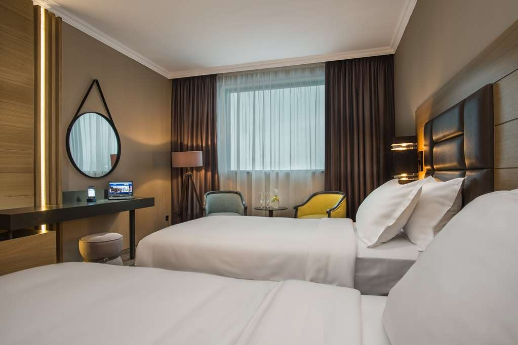 Best Western Plus Expo Hotel - Business Room Twin Bed