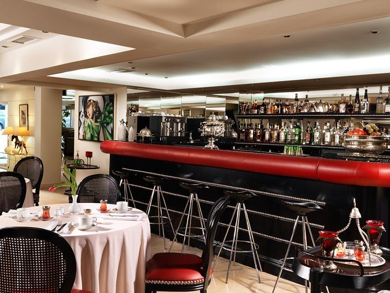 Best Western Plus Embassy Hotel - Bar / Lounge