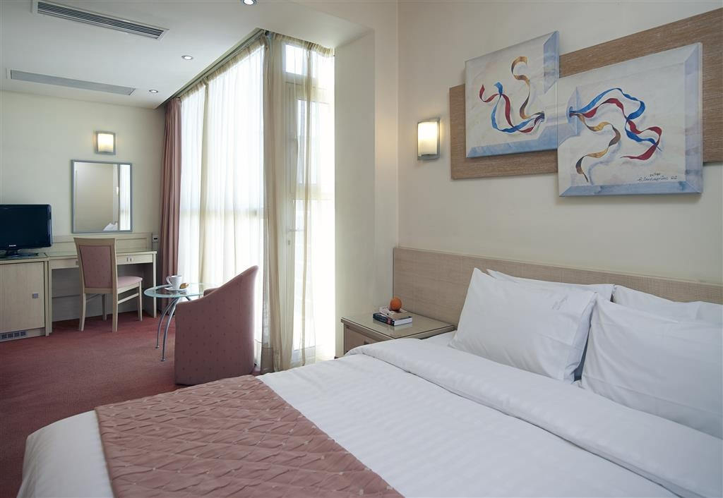 Best Western Plus Amazon Hotel - One Double Bed Guest Room