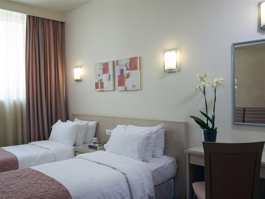 Best Western Plus Amazon Hotel - Two Twin Bed Guest Room