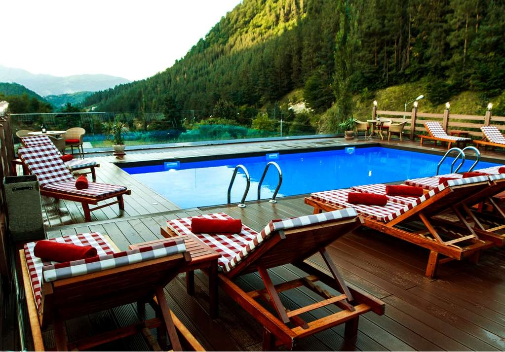 Best Western Plus Paradise Hotel Dilijan - Pool view