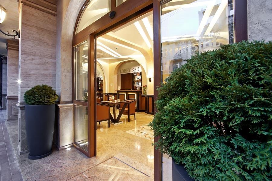 Best Western Plus Bristol Hotel - Lobby