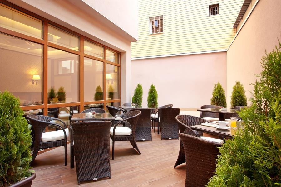Best Western Plus Bristol Hotel - Exterior Restaurant