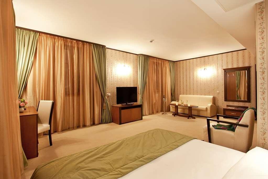Best Western Plus Bristol Hotel - Junior Suite Room