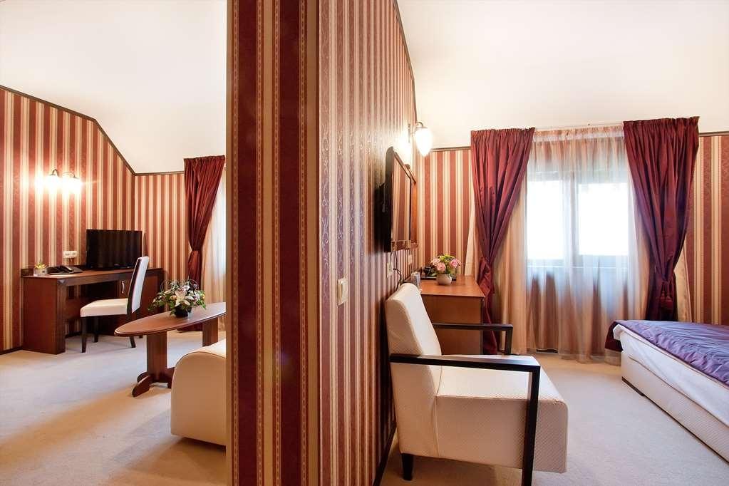 Best Western Plus Bristol Hotel - Suite Room