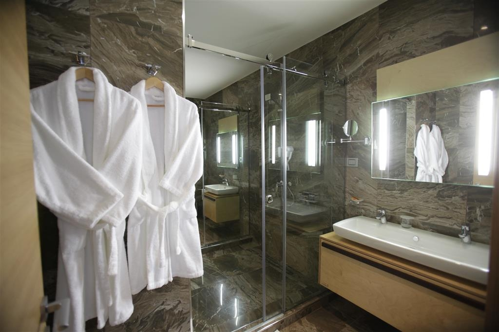 Best Western Premier Ark Hotel - Suite - Bathroom