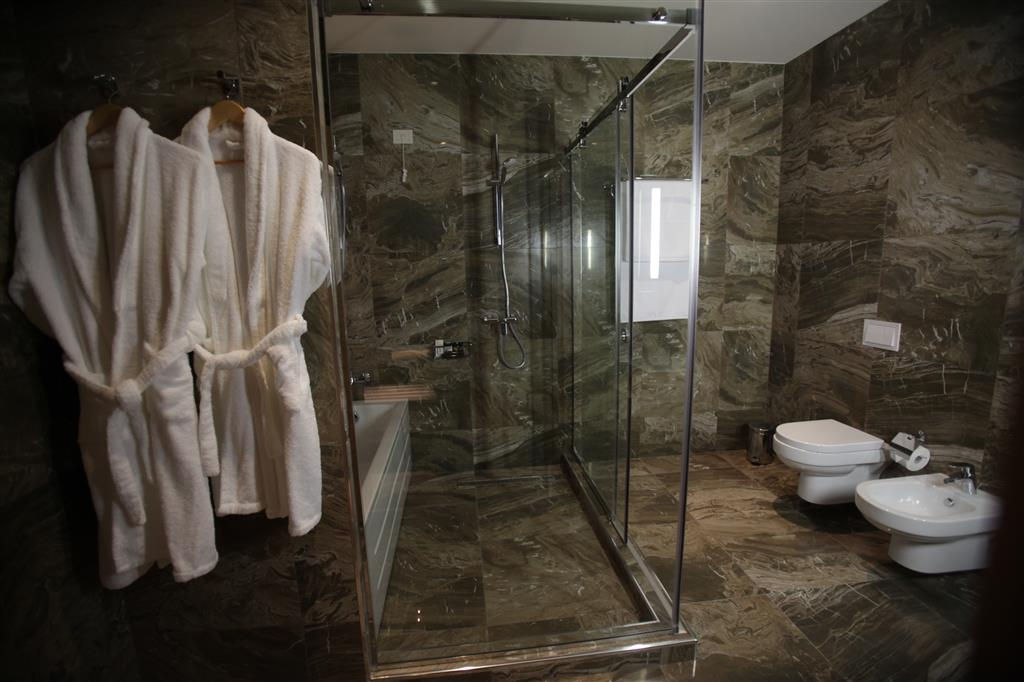 Best Western Premier Ark Hotel - Guest Bathroom