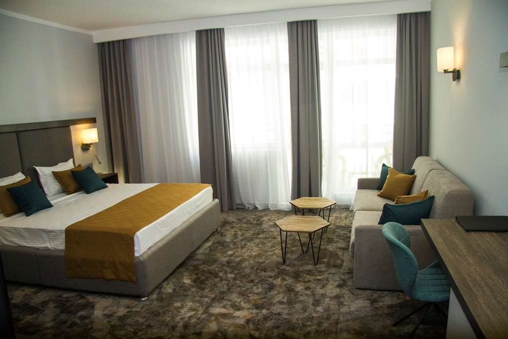 Best Western Plus Premium Inn - Deluxe King Room