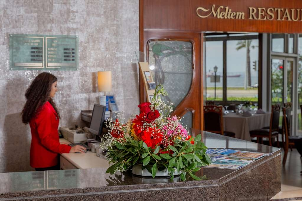 Best Western Plus Hotel Konak - Front Desk