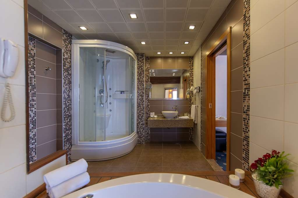 Best Western Plus Hotel Konak - Guest Bathroom Suite