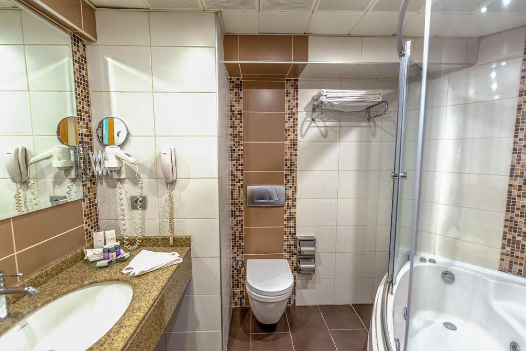 Best Western Plus Hotel Konak - Guest Bathroom