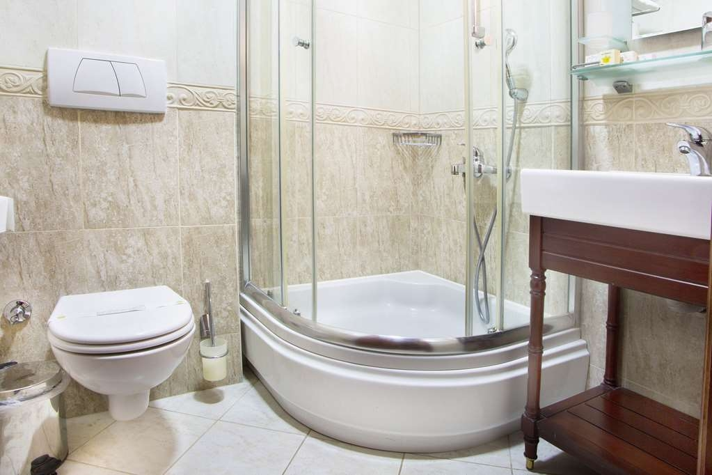 Best Western Empire Palace - Guest Bathroom
