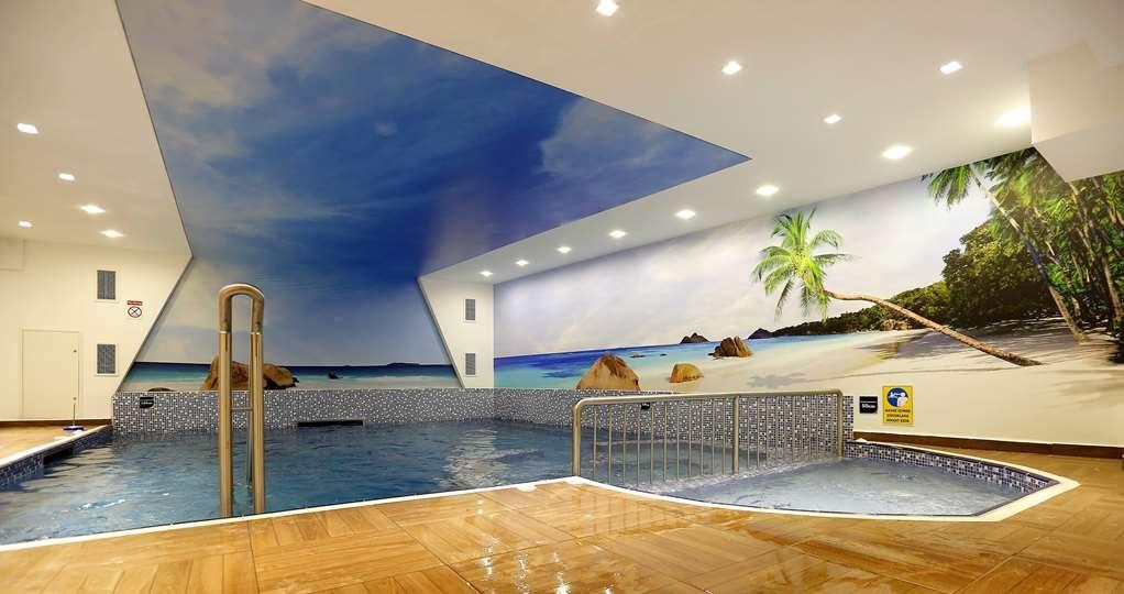 Best Western Premier Karsiyaka - Vue de la piscine