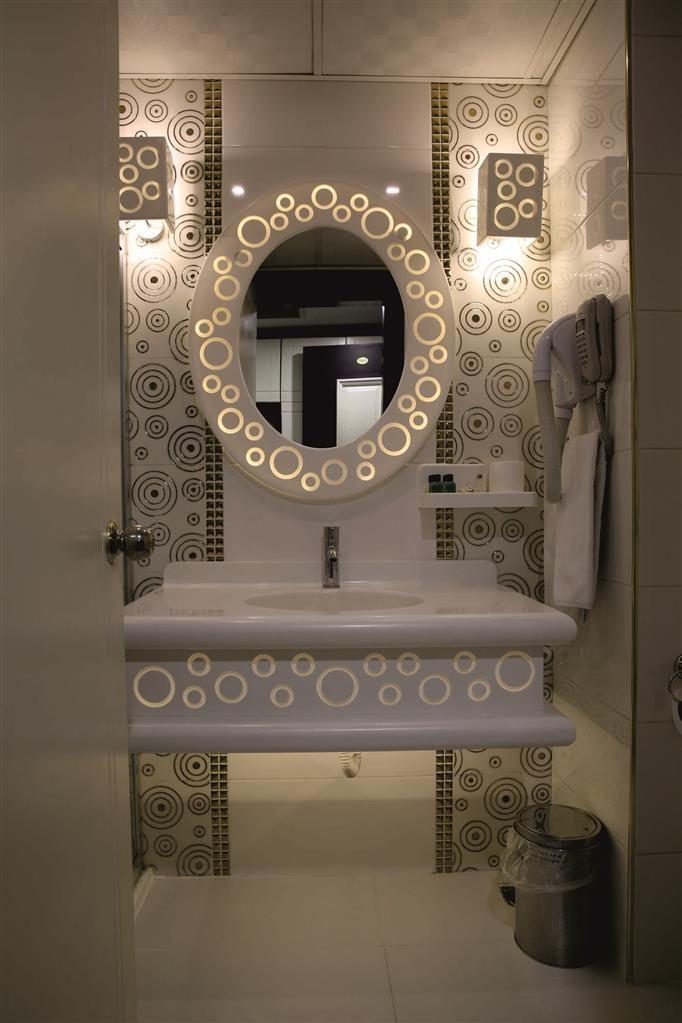Best Western Ravanda Hotel - Guest Bathroom
