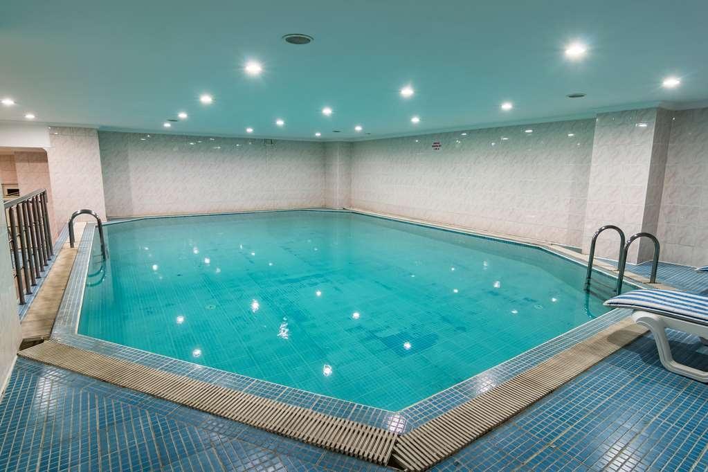 Best Western Ravanda Hotel - Vue de la piscine