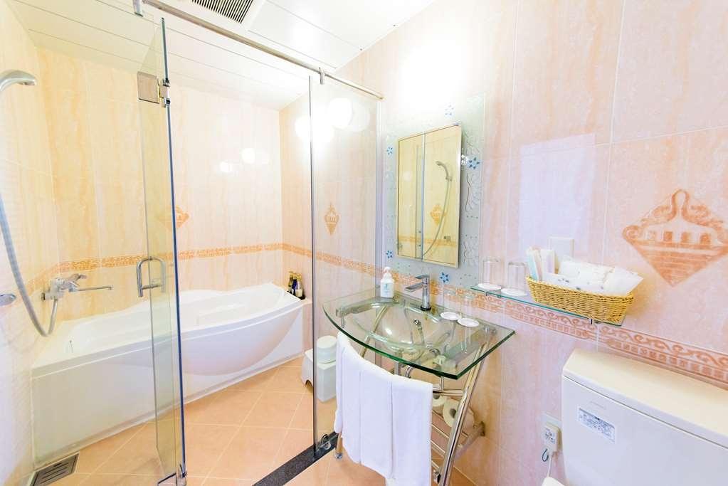 Best Western Okinawa Kouki Beach - Room Bath