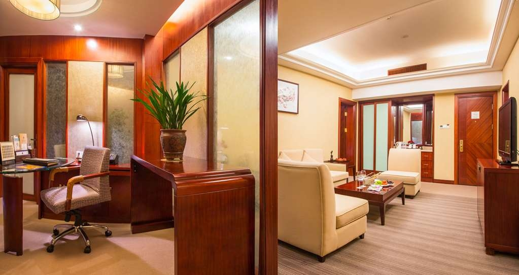 Best Western Premier Ocean Hotel - Queen Business Suite