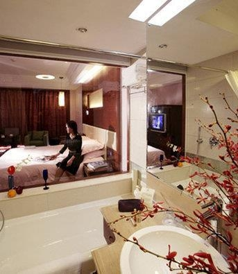 Best Western Premier Ocean Hotel - Guest Bathroom