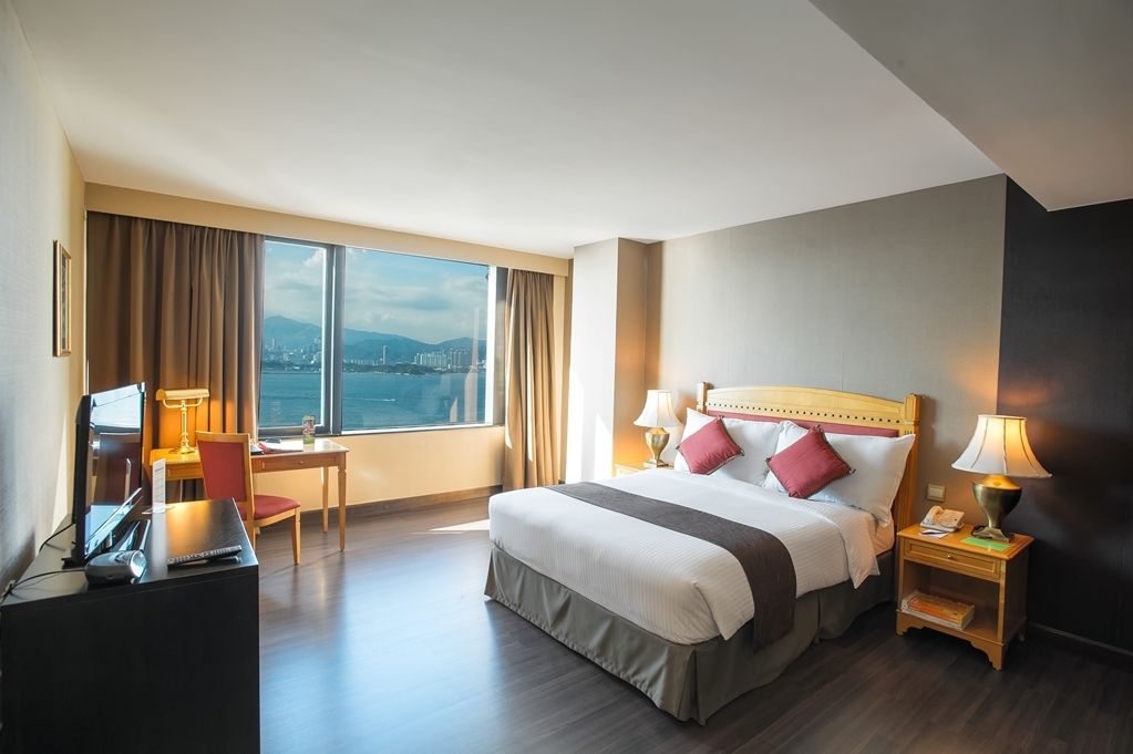 Best Western Plus Hotel Hong Kong - The Executive Suites are located on the top 2 floors. They have 1 bedroom with a separate living area and many amenities.