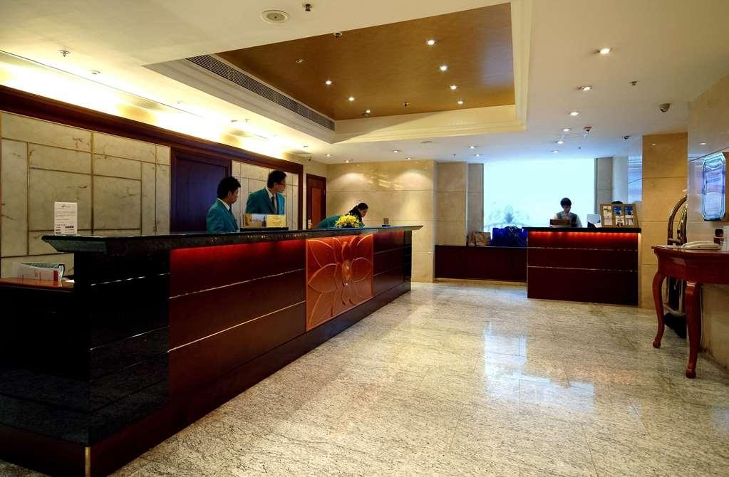 Best Western Plus Hotel Hong Kong - Reception Desk