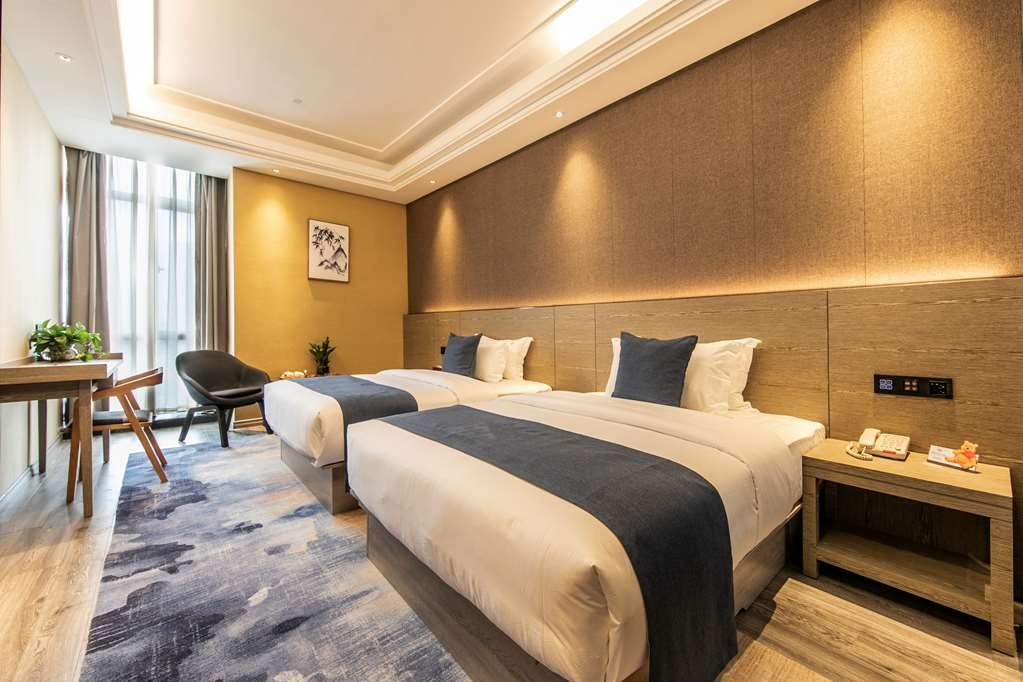 Best Western Plus Ouyue Hotel Fuzhou - Deluxe Guest Room with Two Queen Size Beds