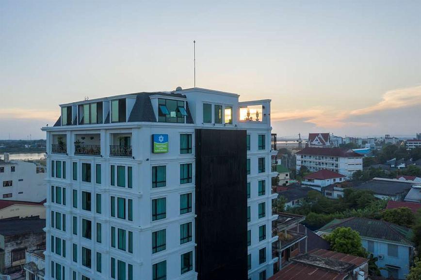 SureStay Hotel by Best Western Vientiane - Building At dusk