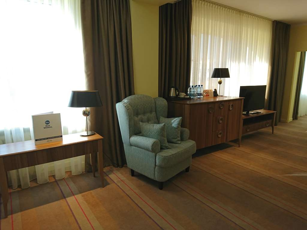 Best Western Hotel Cristal - Suite 1 Queen and 2 single beds