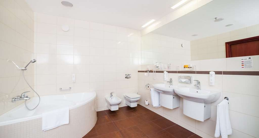 Best Western Premier Krakow Hotel - Bathroom in Apartament