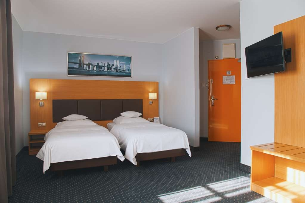 Best Western Hotel Poleczki - The twin room has comfortable beds, balcony and air-condition.