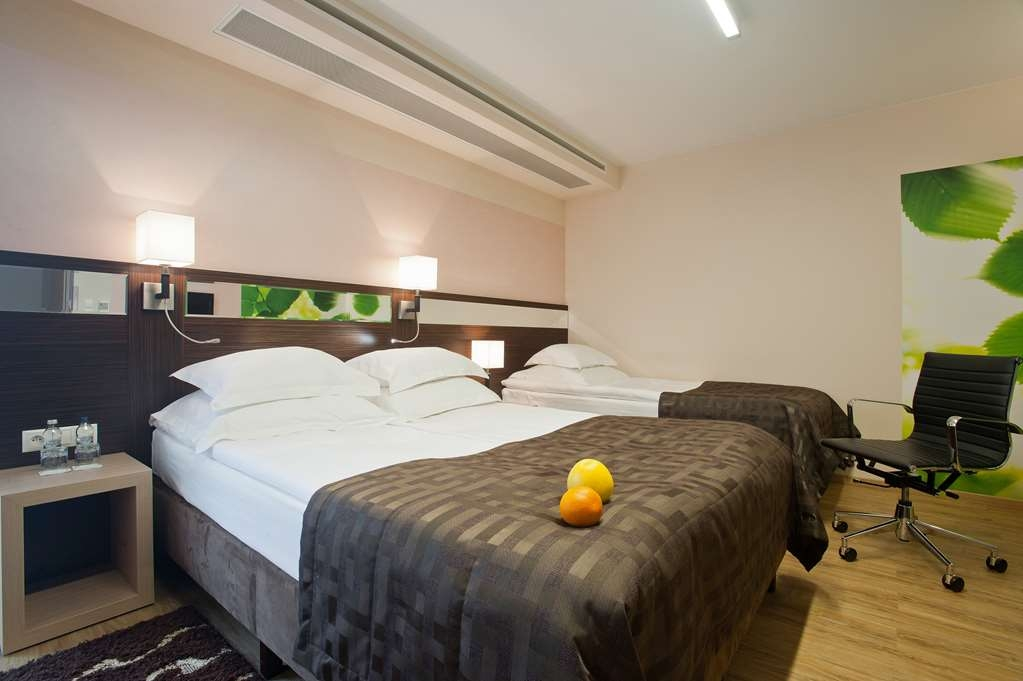 Best Western Plus Arkon Park Hotel - King bed disabled adapted