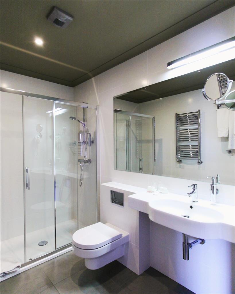 Best Western Grand Hotel - Guest Bathroom