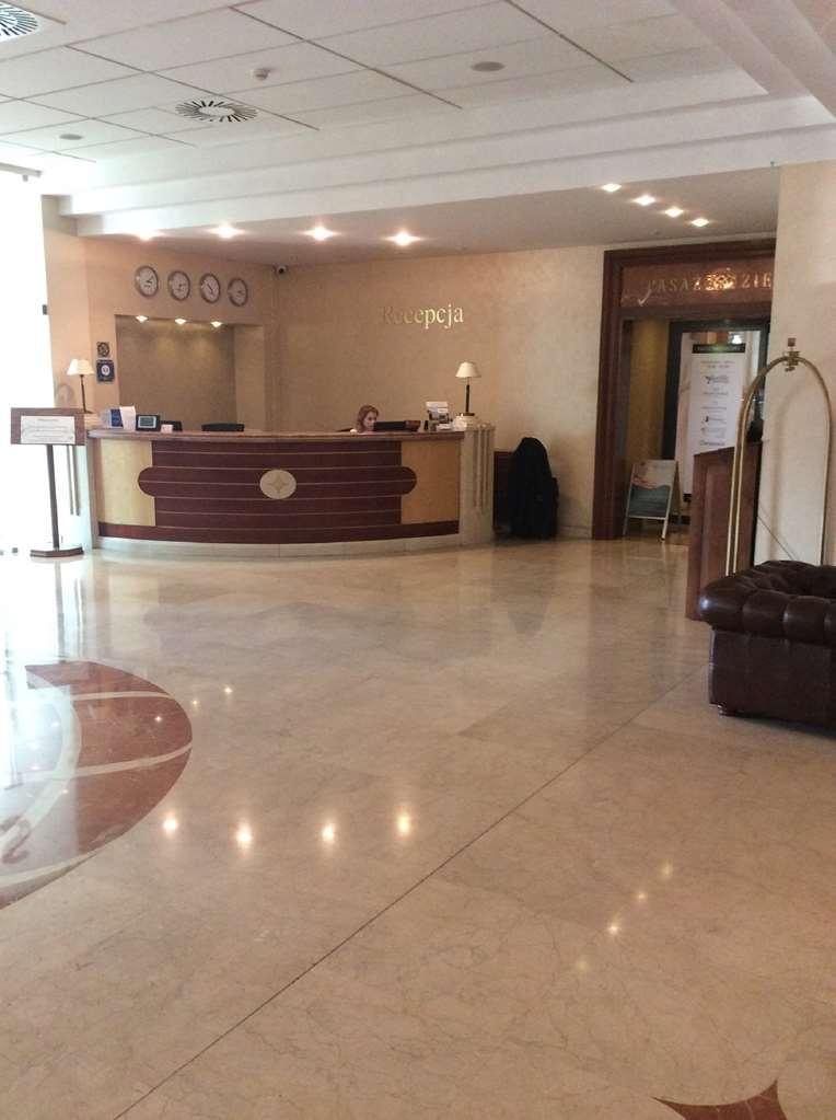 Best Western Grand Hotel - Vista del vestíbulo