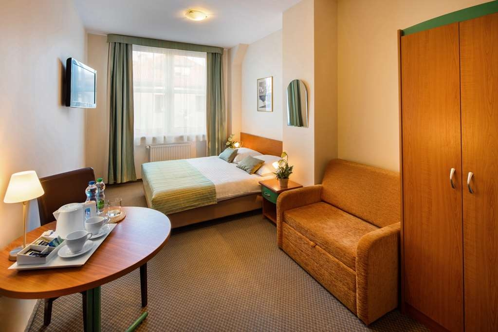 Best Western Hotel Galicya - Premium room with king bed, work desk, coffee and tea maker, sitting area, TV LCD, laptop pad and Internet access.