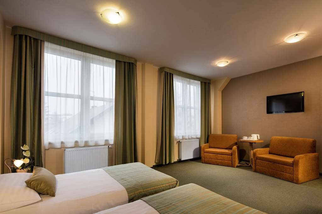 Best Western Hotel Galicya - Superior room has two single beds, coffee and tea maker, sitting area, work desk, mini-bar, safe box, laptop pad, Internet access and TV LCD.