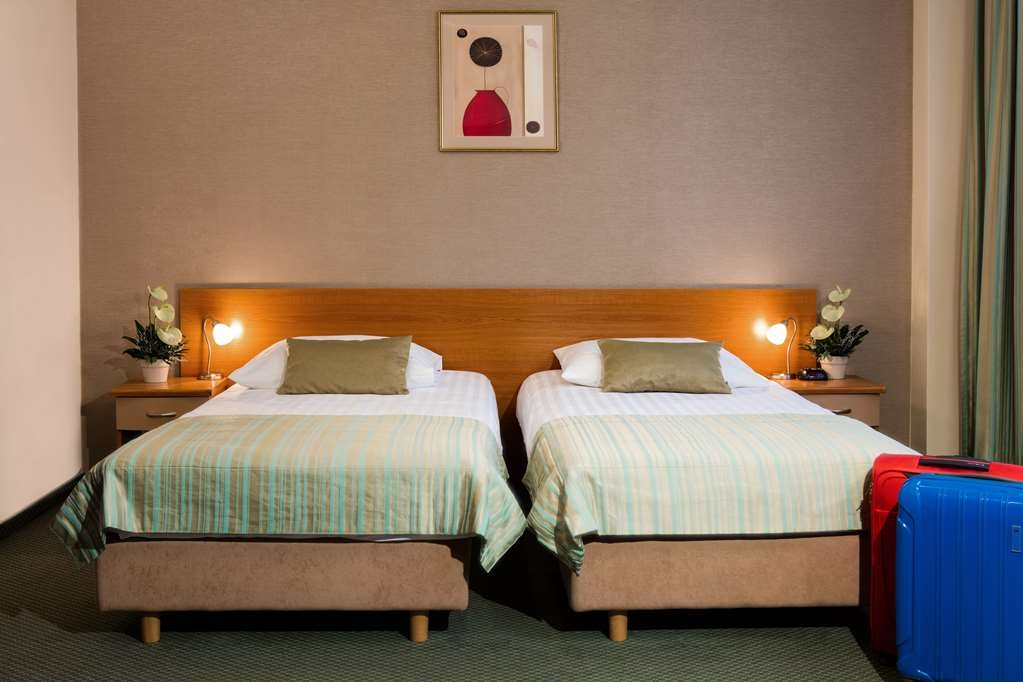 Best Western Hotel Galicya - Superior room has two single beds, coffee and tea maker, sitting area, work desk, mini-bar, safe box, laptop pad,Internet access and TV LCD.