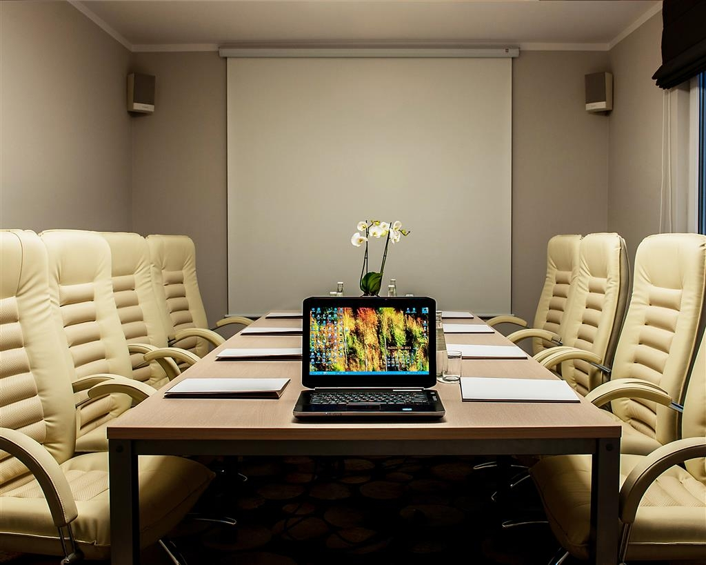 Best Western Hotel Trybunalski - VIP Room - Features the latest technology and ergonomic chairs.