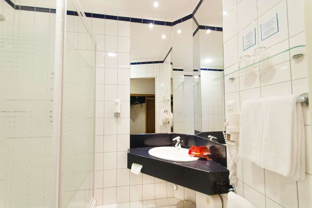 Best Western Efekt Express Krakow Hotel - Bathroom