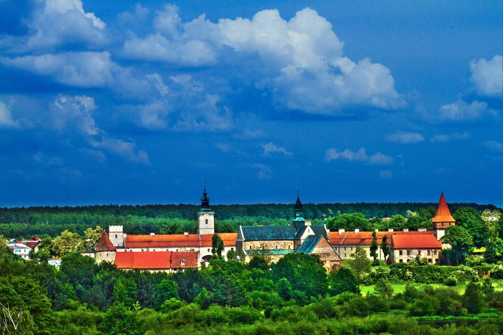 Best Western Plus Hotel Podklasztorze - The view of the Cistercian Abbey and the Pilica river.