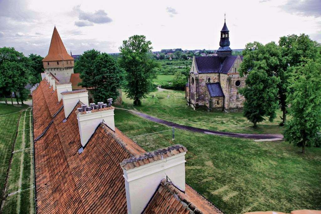 Best Western Plus Hotel Podklasztorze - The view from the hotel concerning the monumental church.