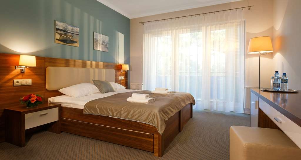 Best Western Hotel Jurata - Comfortable bed in the king bed guest room.